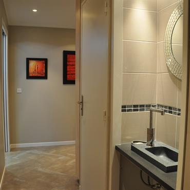 Couloir avec coin lave main
