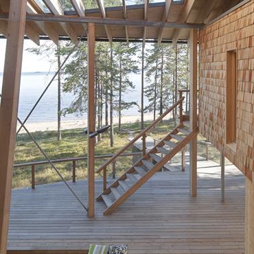 Patio crée par une verrière dans la toiture