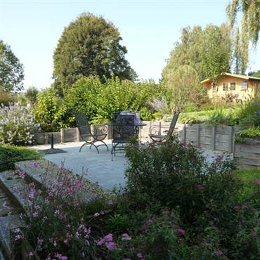 Terrasse au milieu du jardin