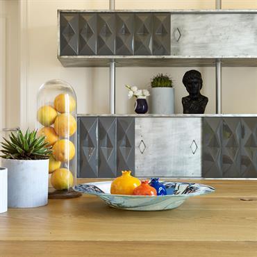 Cuisine colorée, géométrique, et acier
