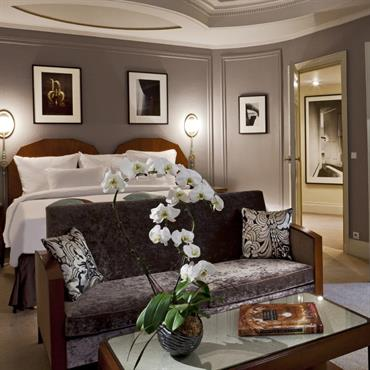 Chambre d'hôtel avec petit salon