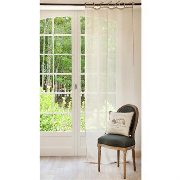 Avec le rideau à nouettes en lin beige, le ton est donné : légèreté et luminosité ! Délicatement attaché par des nouettes, ce rideau jettera un voile sur vos fenêtres ...