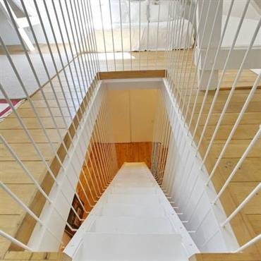 Escalier rayonnant blanc et bois