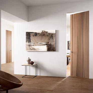 Couloir avec porte en bois et parquet