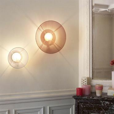 L'applique GrillO d'Elise Fouin  est avant tout une solution simple et élégante pour habiller une ampoule ; vêtue d'un disque en métal perforé, d'un diamètre de 22cm ou 36cm selon ...