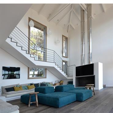 Grand Salon avec mezzanine; plancher en chêne massif à lattes large