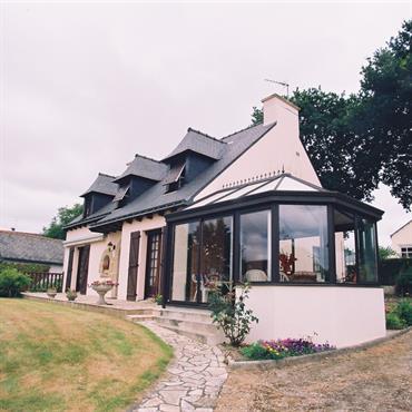 Véranda avec un toit en polycarbonate