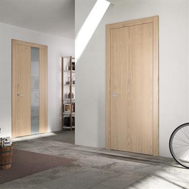 Entrée avec portes en bois