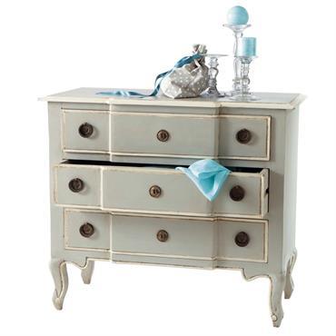Envie de donner à votre chambre un style digne d'un majestueux manoir ? La commode bois Beaumanoir est le meuble de chambre idéal. Cette commode classique aux formes gracieuses est ...