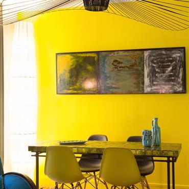 Salle à manger jaune