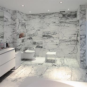 Salle de bain moderne id es photos tendances domozoom - Taille douche a l italienne ...