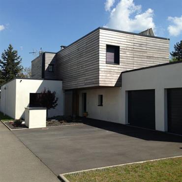 Maison contemporaine, volume décroché en bardage bois