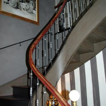Montée d'Escalier principale. Charme & Sensibilité de la Chaux Brossée. Fer Forgé Artisanal