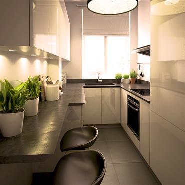 Amenagement d'une cuisine sur mesure en noir et blanc