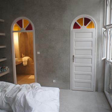 Chambre dans un intérieur de style régional