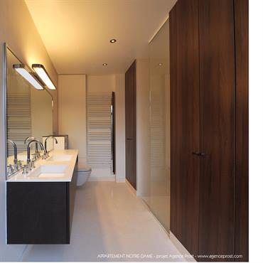 Salle de bain épurée.