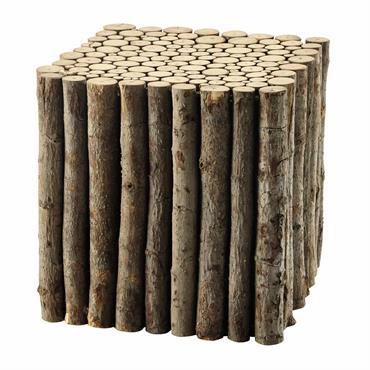 Le bout de canapé LOGNAN est composé d'un assemblage de branches de peuplier. Avec sa forme cubique et pratique, cette petite table d'appoint se faufilera dans un grand ou petit ...