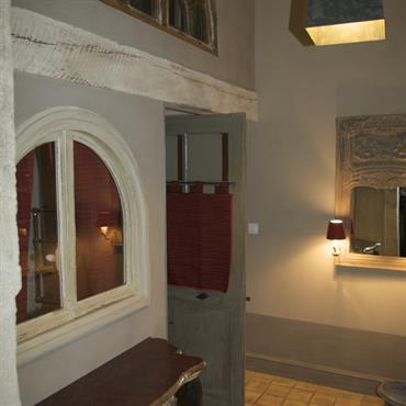 Salle de Bains Charme & Confort de la Chaux Brossée & tomettes.