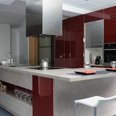 Belle, agréable à vivre et fonctionnelle cette cuisine contemporaine met en oeuvre la créativité de l'architecte d'intérieur.