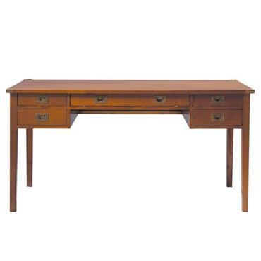 Rappelant les beaux meubles de marine, le bureau en bois Voyage combine l'apparence d'un meuble à l'ancienne et les caractéristiques d'un bureau informatique conçu pour travailler sur ordinateur dans un ...