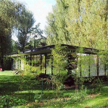 Maison de verre en pleine nature