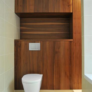 WC suspendus et rangements en bois