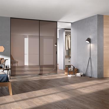 DELINEO Deux portes de 140x270 cm Finition : Metallizzato Vulcano Verre : Bronze