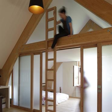 Mezzanine et chambre à l'étage