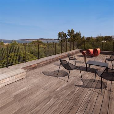 Terrasse surplombant le paysage
