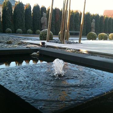 Bassin avec fontaine