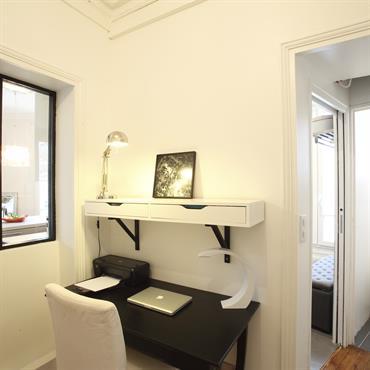 Bureau épuré noir et blanc