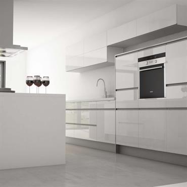 Une cuisine blanche avec une ambiance pure.
