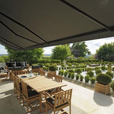 Terrasse avec vue sur jardin à la française