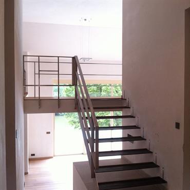 Escalier droit sans contremarches.