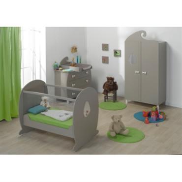Chambre complète Saba coloris lin. LIT Lit bébé 60 x 120 cm Saba à bascule, 2 côtés plexiglas. Le mouvement de bascule peut se bloquer. Des encoches sont prévues pour ...