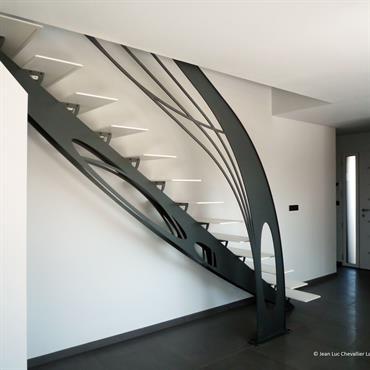 Escalier design en métal Art Nouveau