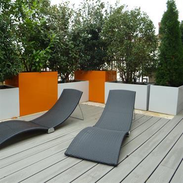 Espace détente sur une terrasse en bois