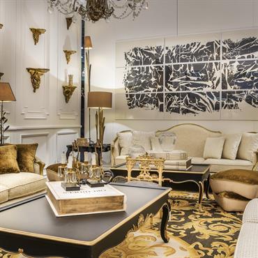 Grâce au sobre éclat du blanc et du doré des objets de décoration et du mobilier Mis en Demeure, l'énergie de votre intérieur a vocation d'être calme et énergisante à ...