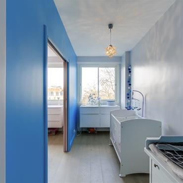 Chambre d'enfant en nuances de bleu