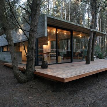 Maison en bois forme géométrique
