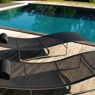 Piscine avec terrasse bois et relax
