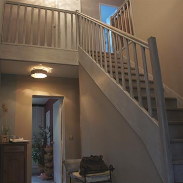 Vue sur l'escalier et jeux de lumière