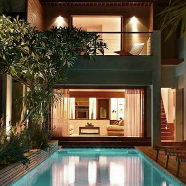 Villa contemporaine ouverte sur la piscine