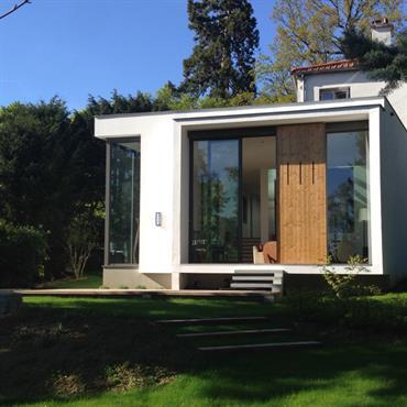 Belle extension  contemporaine d'une villa ancienne