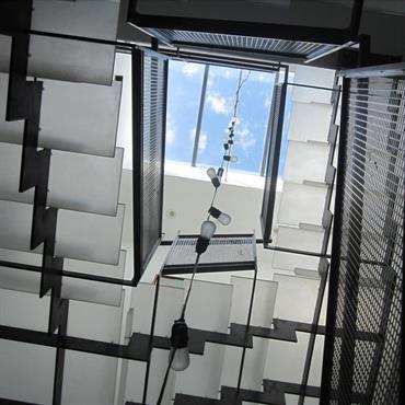 Escalier contemporain en verre structure acier