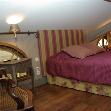Chambre  sur Mezzanine. Murs Recouvert d'un Lambris