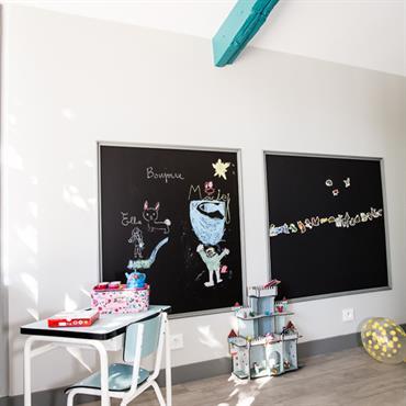 Espace de travail et dessin pour enfant