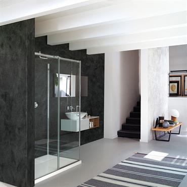 Une collection de cabine de douche avec un style minimaliste et un système unique et original de porte coulissantes.