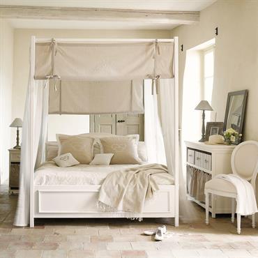 La housse de couette 2 personnes Camille est une romantique et délicate parure de lit beige et blanche 100 % coton et lavable à 30°. Cette magnifique housse de couette ...