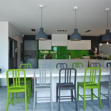 Grande cuisine blanche et verte